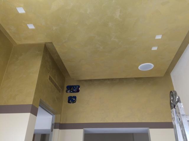 Decorazioni oro al soffitto